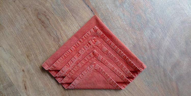 Pliez vos serviettes de table en forme de sapin